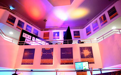 Ein Blick nach oben im Foyer des ZENTRUM beim Kontrast Filmfest