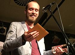 """Der dritte Publikumspreis von kontrast 2015 ging an """"Das Mädchen von Kasse 2"""" von Sebastian Jansen"""